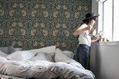 feelingfree   william morris   Bohemian Bedroom   Wallpaper   California Bungalow. H&M linen bedding