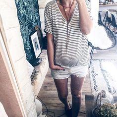 Today 💛 sunny day 💛 belle soirée nous c'est devant Top Chef !   #outfit #ootd #stripesforever #19sa #pregnant #look #feelslikesummer #sunnyday #bonheur #onressortlesgambettes #riendemieux #denimshort #homesweethome #dailylook #fashiondiaries #blogger #me #today #bordeaux #frenchblogger • tee shirt #zara #trf (pris en M pour l'effet loose et pr le mettre avec mon gros ballon!) • short #mango #ripped #boyfriend • collier #pimkie #jadore