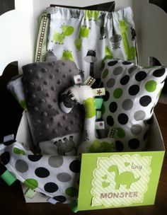 Bedtime Gift Set includes all coordinating handmade items, including minky blanket and taggie, pillow, giraffe toy, and drawstring bag to carry it all in! Set comes beautifully packaged in white gift box with window (shown), accented and tied with coordinating ribbon. Personalized gift card is included with purchase. If you'd like to include a personal message to your recipient, please send me a private message with your note. I will print on greeting card shown and include in box for…
