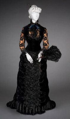 Worth reception dress ca. 1878 From the FIDM Museum 1870s Fashion, Victorian Fashion, Vintage Fashion, Victorian Era, French Fashion, Old Dresses, Vintage Dresses, Vintage Outfits, Antique Clothing