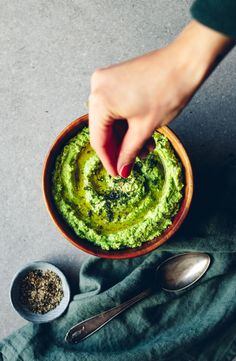 Green Pea Hummus with Feta Cheese & Dill Feta Cheese Nutrition, Nutrition Food List, Nutrition Tracker App, Vegetarian Cooking, Vegetarian Recipes, Healthy Recipes, Healthy Food, Food Photography Styling, Food Styling