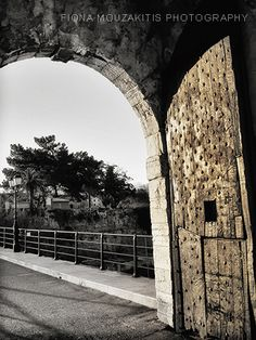 DOOR OF THE GOLD. Arch door Old Fort. Corfu Greece. Corfu Greece, Arched Doors, Old Fort, Santorini, Black And White Photography, To Go, Island, Places, Gold