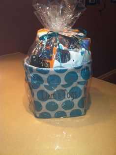 Use a thirty one mini utility tote in teal mod dot with brown embroidery for a great baby shower gift!