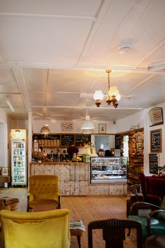 coffee shop design | Tumblr man kann ja second hand moebel kriegen in ein modern invironment coffee shop, die moebel sogar verkaufen wer will... nachdem man die schoen upholstered hat oder so...