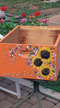 "Pinner writes, ""My hand painting on a friends bee hive box 2016"" Wow - love this bee box. Perfect."