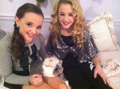 Chloe and Kendall Cute bunny ; Dance Moms Kendall, Chloe Kendall, Kendall K Vertes, Dance Moms Girls, Dance Moms Quotes, Mom Characters, Chloe Lukasiak, Show Dance, Teen Choice Awards