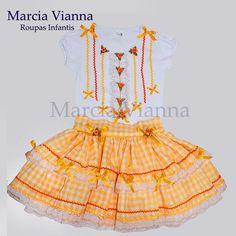 Vestido Caipira Junina Amarela e laranja