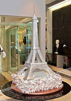 Wedding cake in the shape of the Eiffel Tower Paris Themed Cakes, Paris Cakes, Tour Eiffel, Beautiful Cakes, Amazing Cakes, Eiffel Tower Cake, First Communion Cakes, Sweet 16 Cakes, Horse Cake