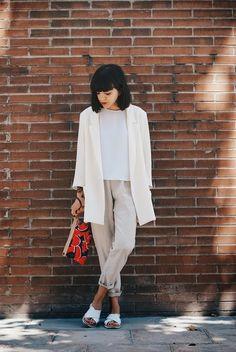 W H I T E  M O R N I N G 25/06/2014photography / outfit Blazer, shirt: Zara / Pants, sandals: Zara Kids / Necessaire: ...
