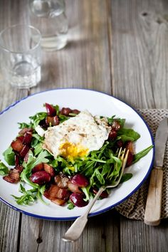A bed of arugula, some sauteed bacon and an egg. That's it. Easy and delicious.