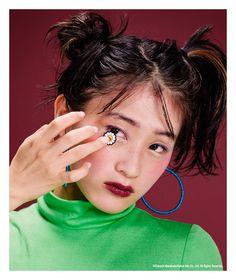 ニューヨーク生まれのキュートでROCKでオシャレなファッションマガジン『NYLON JAPAN』。見るだけでキュンとしちゃうような、可愛くてクールなファッション・ビューティ・スナップ・音楽・映画・アートなどの最新情報がギュッと詰まったスクラップマガジンです! Sailor Moon Hair, Old School Fashion, Hair Arrange, Hair Reference, Hair Images, Dream Hair, Aesthetic Photo, Portraits, Glitter