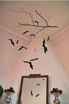 halloween house These 15 Incredible DIY Halloween Decorations will make your house spooktacular this Halloween. Find tons of homemade Halloween decorations you can recreate Deco Haloween, Theme Halloween, Homemade Halloween Decorations, Halloween Home Decor, Halloween 2017, Halloween House, Holidays Halloween, Halloween Crafts, Halloween Parties