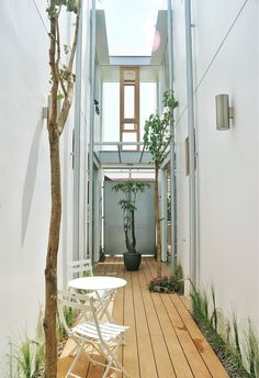 Image 25 of 25 from gallery of Gemala House / LUWIST. Indonesian House, Compact House, Narrow House, Small Apartment Decorating, Outside Living, Japanese House, House Roof, Outdoor Landscaping, Tropical Houses