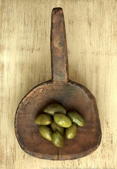 Not only does amber & olive make for a beautiful color pallet, it also has practical benefits for health when used as a food~ [ Green Olives- polyphenols - anti-cancer ] Olive Harvest, Olive Oyl, Grenade, Spices And Herbs, Olive Gardens, Olive Tree, Antipasto, Fruits And Vegetables, Food Styling