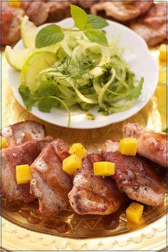 Grillen: Schuhbecks Saltimbocca auf Zwiebel-Minz-Salat mit Mango
