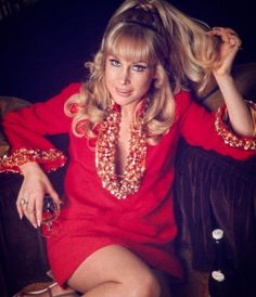 45 Beautiful Color Photographs of a Young Barbara Eden in the ~ vintage everyday Barbara Eden, I Dream Of Jeannie, Eva Green, Alexandra Daddario, Beautiful Celebrities, Beautiful Actresses, Beautiful Women, Columbia, Classic Actresses