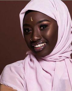 Black is beautiful Beautiful Muslim Women, Beautiful Hijab, Beautiful Eyes, Black Girls Rock, Black Girl Magic, Muslim Women Fashion, Modele Hijab, Dark Skin Girls, Dark Skin Makeup