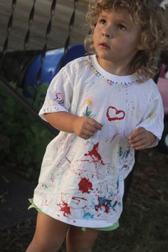 let the kids decorate their own play shirts this summer
