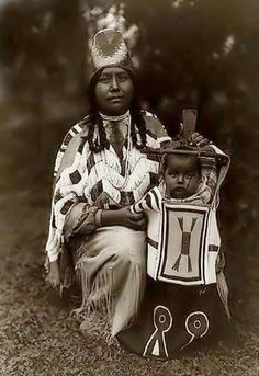 1910, Cayuse women and child