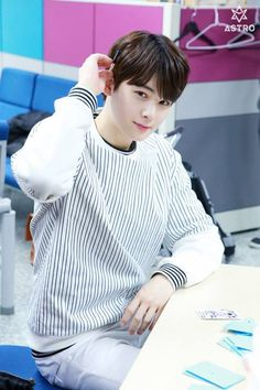 [31.05.16] Behind the scene from Music show promotions - EunWoo