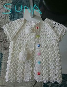 Hayran Kalacağınız 23 Tığ İşi Bebek Yelek Modelleri autour du tissu déco enfant paques bébé déco mariage diy et crochet Crochet Baby Jacket, Baby Girl Crochet, Crochet For Kids, Knit Crochet, Knit Baby Sweaters, Girls Sweaters, Baby Cardigan, Baby Knitting Patterns, Baby Patterns