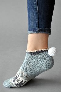 Bunny Got Back Designed by Amy Gunderson PATTERN NOTES I! Toes and I cannot lie! You other knitters can't deny! When you go toe up with a little Pom Pom Maker, Universal Yarn, Knitting Socks, Knit Socks, Get Back, Bunny, How To Wear, Amy, Notes