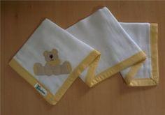 Fralda de ombro confeccionada em tecido fralda duplo (04 camadas para melhor absorção) 100% algodão, com patch apliquée e bainha em tecido.  *As fraldas também podem ser personalizadas escolhendo o tema e a cor do tecido para o viés. R$ 24,90
