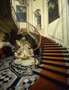 Classical Interior Design, The National, Italian Villa, Visit Italy, Public, Lake Como, Historic Homes, Cool Designs, Foyer