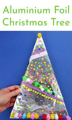 A wonderfully easy Christmas Tree decoration for kids to make at Christmas Time! #christmas #tinfoil #aluminiumfoilideasforchristmas #christmasideas #christmascrafts #easychristmascrafts #wintercrafts #kidschristmasideas #kidsactivities #kidsart #kerst #noel #joyeuxnoël. #froheweinachten #feliznavidad. #kerstideeën #pomysłyświąteczne