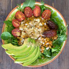 RECETA FÁCIL   Esta ensalada de lentejas es ideal para servir como plato único. Viene acompañada con una deliciosa salsa de naranja y dátiles.
