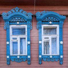Ivan Hafizov photographie les magnifiques fenêtres ornées de Russie avant qu'elles ne disparaissent - http://www.2tout2rien.fr/ivan-hafizov-photographie-les-magnifiques-fenetres-ornees-de-russie-avant-quelles-disparaissent/