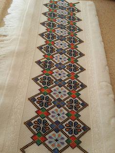 Cross Stitch Borders, Cross Stitch Patterns, Cross Stitch Cushion, Afghan Clothes, Palestinian Embroidery, Pillowcase Pattern, Embroidered Pillowcases, Cross Stitch Embroidery, Fiber Art