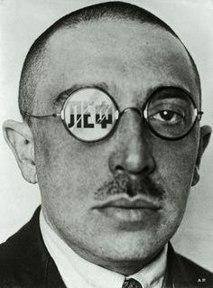 """Caricatura de Osip Brik (1924) por Alexander Rodchenko. """"A tarefa do cinema e da camera não é imitar o olho humano, mas ver e registar o que o olho humana não vé"""" Ossip Brik"""