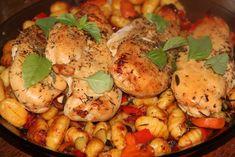 Poulet grillé aux herbes sur son lit de gnocchi aux légumes Shrimp, Chicken, Cooking, Fixation, Food, Grilled Chicken, Poultry, Cuisine, Kitchen