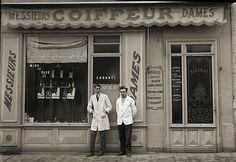 Toulouse, Old Photos, Vintage Photos, Retail News, Storefront Signs, Centre Commercial, Old Paris, Shop Fronts, Shops