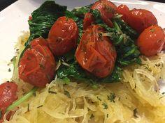 Spaghetti squash with roasted cherry tomatoes and sautéed spinach Roasted Cherry Tomatoes, Sauteed Spinach, Spaghetti Squash, Great Recipes, Vegetables, Big, Ethnic Recipes, Food, Essen