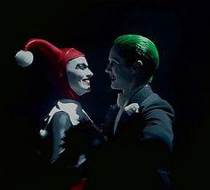 """""""Se tornaram o Rei e a Rainha de Gotham. E que Deus proteja quem desrespeitar a rainha."""""""
