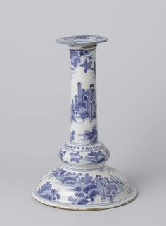 Anonymous | Candlestick, Anonymous, c. 1650 - c. 1670 | Kandelaar van faience met een decoratie geïnspireerd op het Chinese porselein uit de overgangsperiode