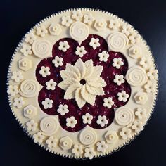 Rosetta Pie with cherries. I added a bit of Cherry Heering to give the pie a little kick. Pie Crust Recipes, Pastry Recipes, Creative Pie Crust, Beautiful Pie Crusts, Pie Crust Designs, Pie Decoration, Pies Art, Pie Tops, Fancy Desserts