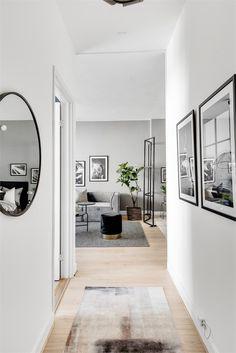 Un studio sobre en nuances de gris Interior Desing, Nordic Interior, Interior Inspiration, Living Room Interior, Living Room Decor, Decoration Hall, Narrow Hallway Decorating, Pastel Home Decor, Flur Design
