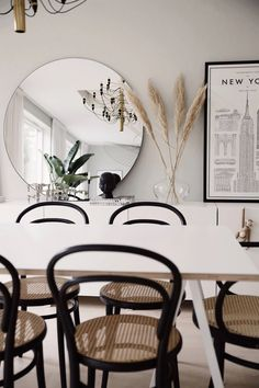 Dining Room Inspiration, Home Decor Inspiration, Interior Decorating, Interior Design, White Rooms, Home Furnishings, Living Spaces, Sweet Home, Room Decor