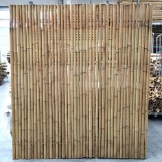 Discover the best Bamboo Screening. Buy your Trendline Bamboo Fence Panel 180 x 180 cm at Bamboo Import Europe. Guaranteed the lowest price! Diy Pergola, Pergola Kits, Bamboo Lumber, Bamboo Garden Fences, Tropical Patio, Bamboo Screening, Privacy Fence Designs, Greenhouse Shed, Bamboo Architecture