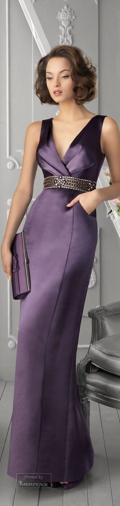 Aire Barcelona Love, love, love this COLOR! I would add a short sleeve to this and change the neckline a bit. However, I love the long, clean lines! Satin Dresses, Elegant Dresses, Pretty Dresses, Mom Dress, Dress Up, Evening Dresses, Prom Dresses, Mode Style, Formal Gowns