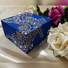 Pin by Sashanthony on Jewelry box Polo Lacoste, Eid Greetings, Pin Box, Painted Boxes, Wooden Boxes, Wedding Gift Wrapping, Decoupage Box, Jewellery Boxes, Henna Patterns