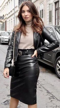 leather skirt love — leatheruk: (via Lovely Ladies in Leather:. Black Leather Skirts, Leather Dresses, Leather Pants, Look Fashion, Womens Fashion, Curvy Fashion, Fall Fashion, Fashion Trends, Leder Outfits
