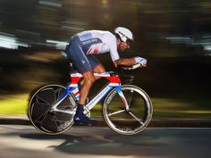 WORLD #TIMETRIAL CHAMPIONSHIPS GALLERY - #SirBradleyWiggins secured the fabled #rainbowjersey in #Ponferrada - The #TeamSky and #GreatBritain rider surged down the start ramp... ...And maintained an average speed of 50.1kmph over the undulating 47.1km course!