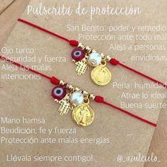 String and Charm Bracelet Lanyard Bracelet, Bracelet Love, Bracelet Knots, Bracelet Crafts, Jewelry Crafts, Jewelry Bracelets, Ankle Bracelets, Evil Eye Bracelet, Bracelet Patterns