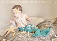 Crocheted infant mermaid by Danelle Evangelho Photography Mermaid Photo Shoot, Mermaid Pictures, Mermaid Pics, Baby Beach Pictures, Baby Photos, Baby Olivia, Toddler Photos, Baby Mermaid, Baby Girl Crochet