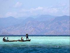 7 Maravillas del Mundo: Komodo (Indonesia).  Komodo es una pequeña isla de Indonesia ubicada en las islas menores de la Sonda. Es famosa por albergar a los dragones de Komodo. Administrativamente, pertenece a la provincia de Nusatenggara Oriental.  01isladecomodo by Miguel Garces, via Flickr