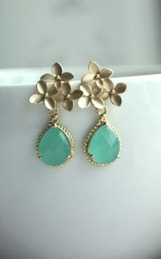 Pretty vintage look earrings by Choices by DL